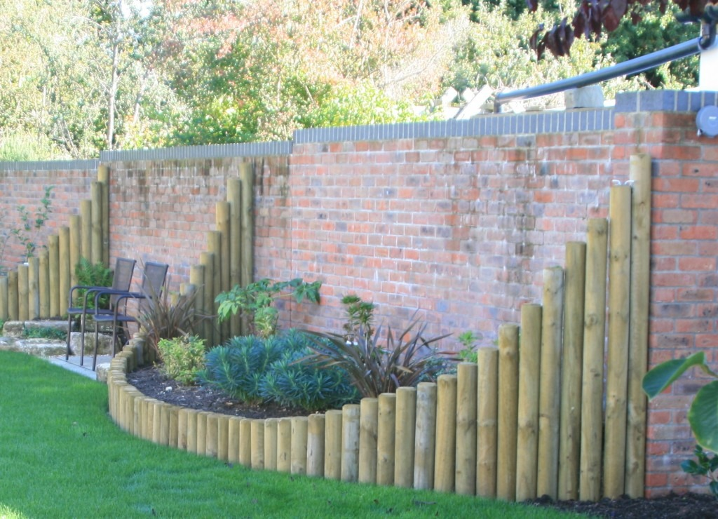 Curved wall bed killen landscapes garden design for Curved garden wall designs